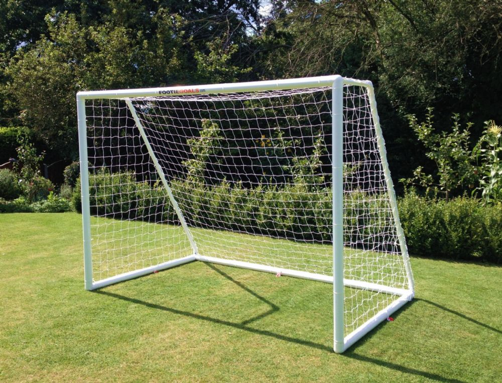 GARDEN FOOTBALL GOAL     8 x 6 FOOTIE MATCH GOAL